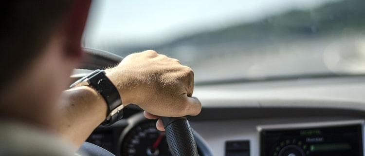 大麻使用時に車を運転するとどうなる?大麻の影響度を3つのポイントから解説