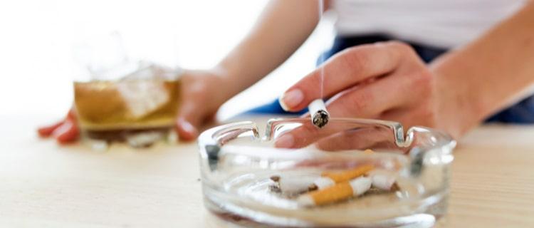 大麻とアルコールの関係性は?同時摂取する短期的影響と長期的影響