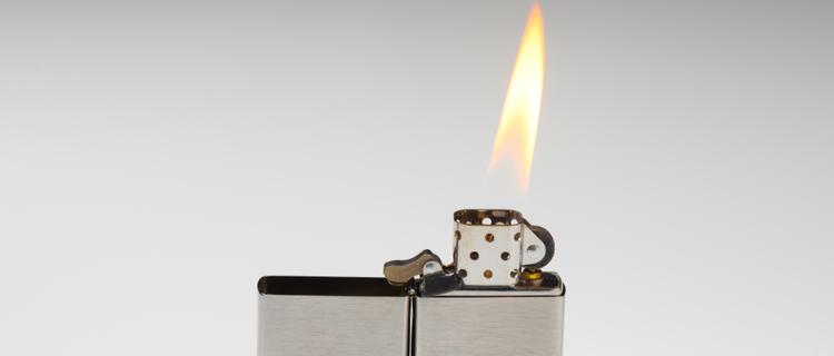 ライターの火