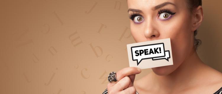 しゃべる女性