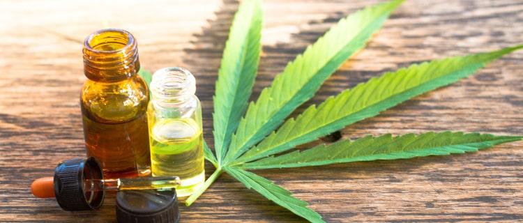 大麻の葉と大麻製品