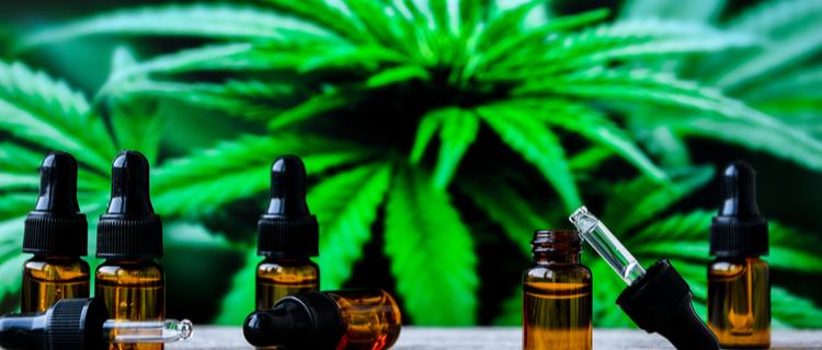 大麻とリキッドの瓶