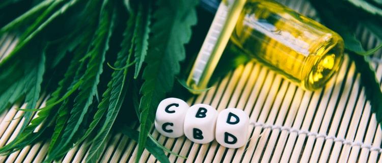 CBD製品と大麻の葉