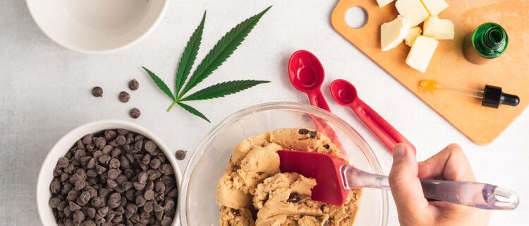 大麻入りのお菓子を作る