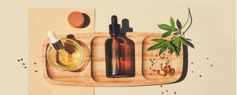 大麻の種と葉とオイル