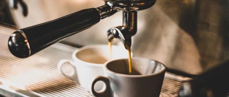 バリスタマシンで淹れるコーヒー