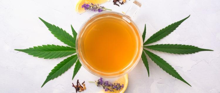 大麻の葉とお茶