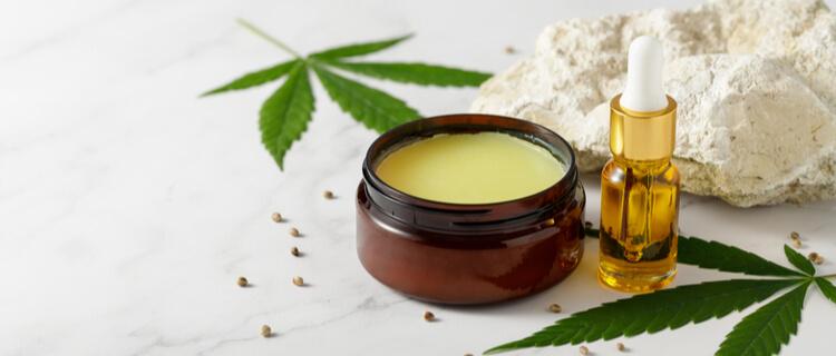 CBDワックスと大麻の葉
